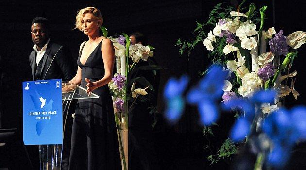 """Fleurops Junge Wilde entwerfen Floral-Design für """"Cinema for Peace""""-Gala mit Charlize Theron"""