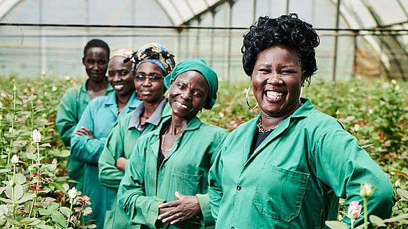 fairen Rosen Frauenrechte stärken Flower Power Rosenaktion Fairtrade-Rosen verteilen Fairtrade-Blumen Arbeitsbedingungen Kampagne März Fairtrade-Farmen Weltfrauentag Fairtrade Deutschland Solidarität magazin Fleur Kreativ