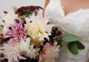 Handgebundener Brautstrauss mit Dahlien