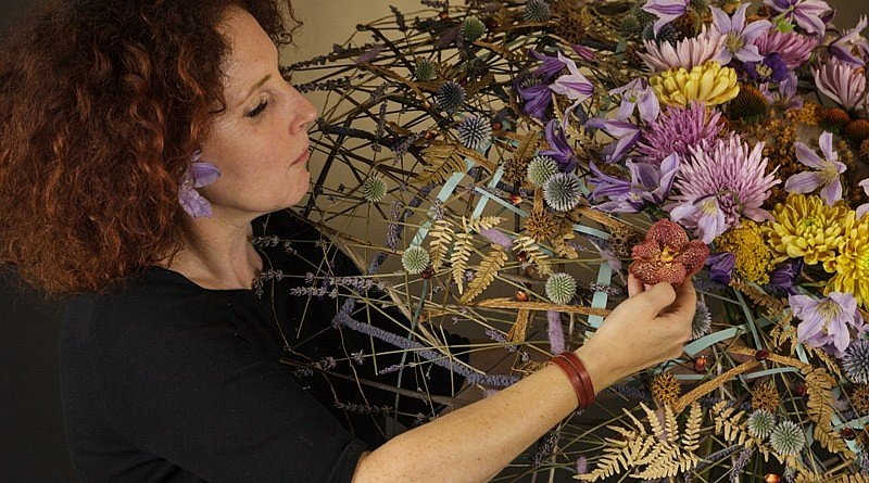 Eine Collage von Iza Tkaczyk blumendesign blumenmagazin zeitschrift kreationen Floos meisterflorist workshops ausstellungen wettbewerben künste floral art floristik tipps und tricks inspiration information blumen pflanzen fleur kreativ