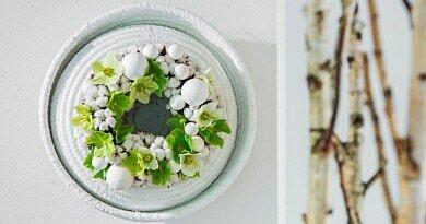 Winterrosen in weisser Baumwoll