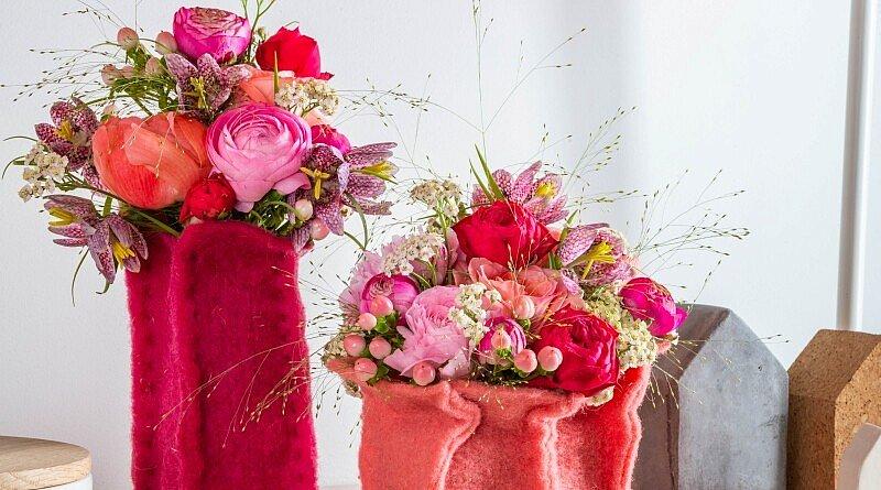 Es ist bald Valentinstag. Sie wissen noch nicht, was Sie Ihrem Liebsten schenken sollen? Versuchen Sie diese Last-Minute-Idee und zeigen Sie Ihre Liebe mit schönen Frühlingsblumen! Last-Minute-Iddee Valentinstag: In Wolljacken